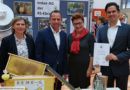 Umweltminister Thorsten Glauber ehrt die Steigerwaldschule Ebrach